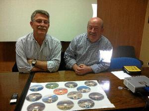Juan Hidalgo y Eusebio Rodriguez con la documentación