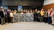 Los miembros de la plataforma por la Comisión de la Verdad en el interior del parlamento europeo